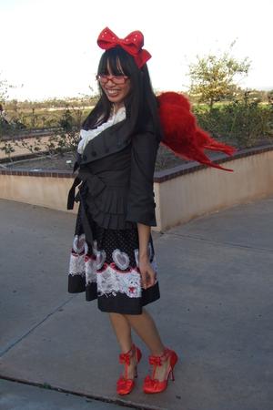 red Metamorphose accessories - white necklace - white blouse - gray Fan Plus Fri