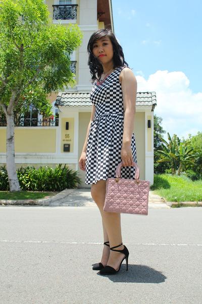black Zara heels - white tailor-made dress - light purple bag