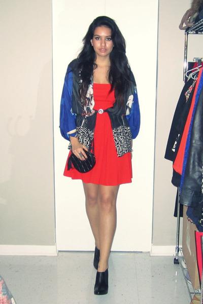 Black Penelope Cruz Mango Boots, Red Zara Dresses, Blue ...