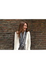 Louis-vuitton-scarf-bershka-leggings-zara-blazer-white-balenciaga-bag