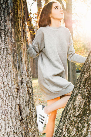 heather gray Tobi dress - white sneakers Adidas sneakers