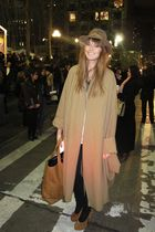 beige Kobra coat - beige vintage accessories