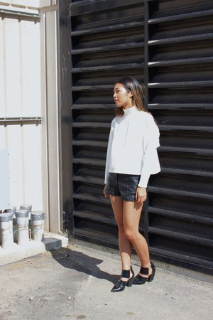 Forever 21 shoes - Zara sweater - H&M shorts