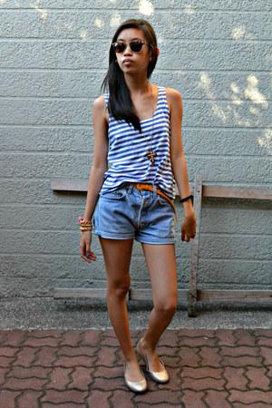 brown cross Forever 21 necklace - blue denim Levis shorts