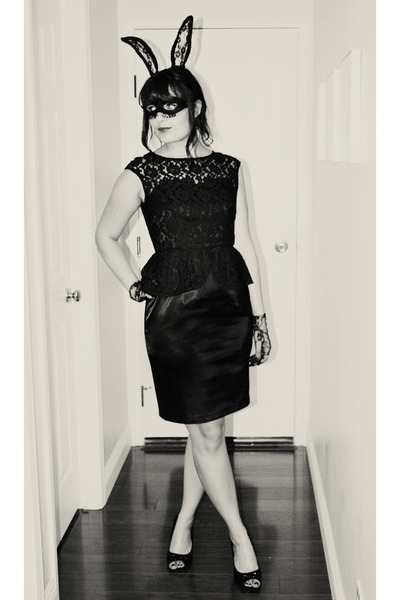 black lace gloves - black peplum lace London times dress