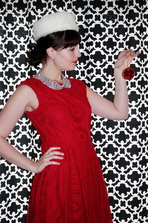 ruby red lace London times dress - white vintage fur hat