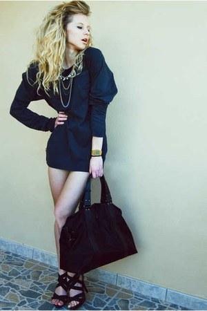 suiteblanco blouse - xxl Pedro del Hierro purse - vintage casio watch