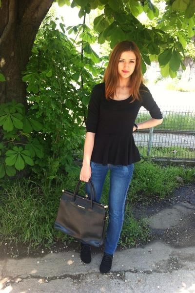 blue cotton on jeans - black Textier bag - dark gray Local store bodysuit