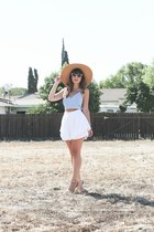 white white Akira shorts - tan straw hat Urban Outfitters hat