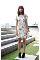 black Zara boots - off white Zara dress - beige leather elegant Chanel bag