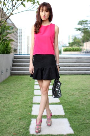 hot pink Mood & Closet top - black Furla bag
