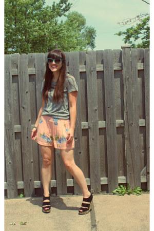 Forever 21 shorts - StyleMint shirt - Just Fabulous sunglasses