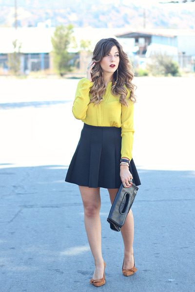 Black skirt with yellow top – Modern skirts blog for you