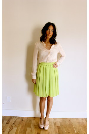 yellow pleated neon Anthropologie skirt - peach quincy blouse