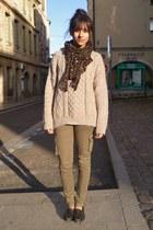 beige vintage sweater - brown leopard print Zara scarf