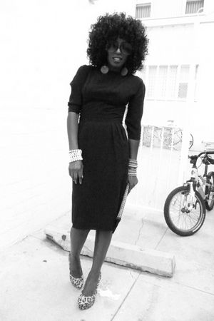 black vintage dress - brown Leopard Pumps shoes