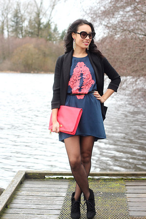 coral foldover clutch H&amp;M bag - navy neon filigree Sugarlips dress