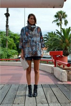 black ankle boots Din Sko boots - sky blue raincoat Zara coat