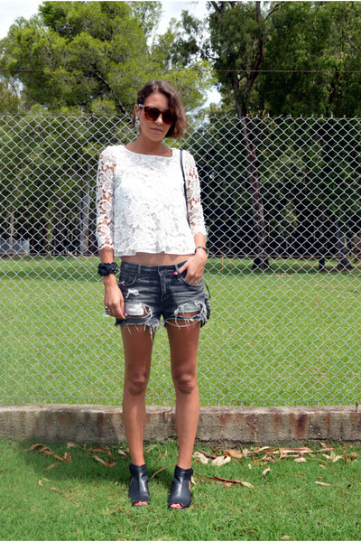 crop top lace Zara blouse - H&M shorts