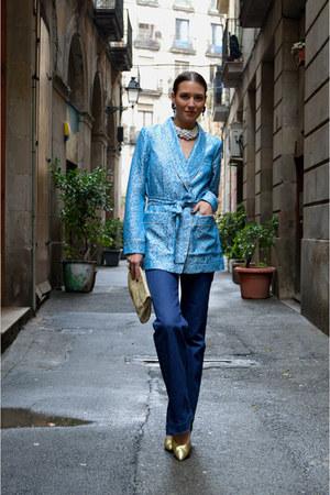 blue flared Filippa K jeans - dark khaki gold vintage pumps