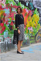 black shoulder bag Mango bag - black bermudas H&M Trend shorts