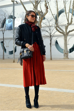 red midi feminine vintage skirt - black bomber Zara jacket