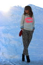 Black-bakers-boots-bubble-gum-lips-forever-21-sweater