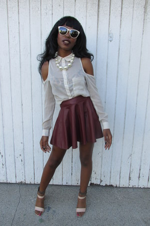 crimson faux leather skirt - white blouse - nude faux leather heels