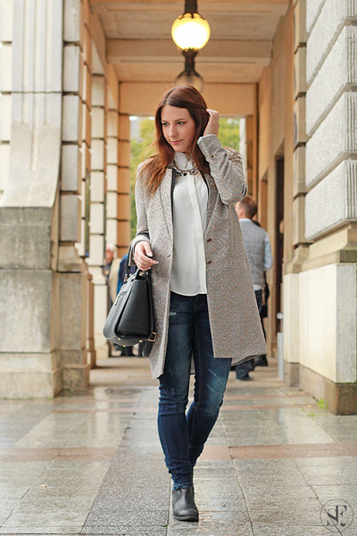 Gray-taifun-coat-navy-guess-jeans-white-primark-blouse