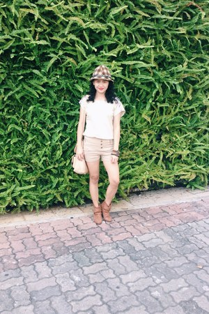 brown boots - brown hat - nude bag - peach shorts - neutral top