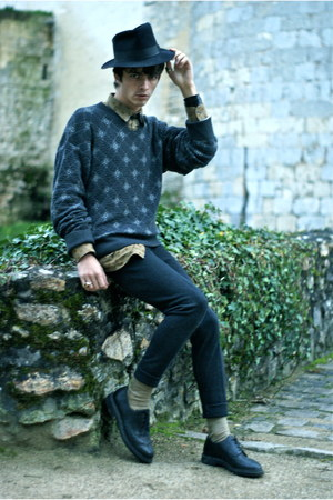 wool Eirard hat - leather Hardrige shoes - cotton Valentino sweatshirt