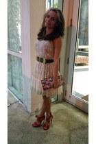 eggshell lace Forever21 dress - comics modcloth purse - red shoedazzle sandals