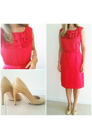 basque dress - diana ferarri pumps
