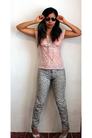 Ray Bands sunglasses - animal print Paris Blues pants - Via Uno heels
