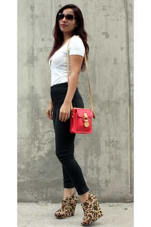 black basic Bullhead pants - ruby red versace bag