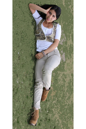 dark green military old vest - camel Sao paulo boots - white Forever 21 shirt
