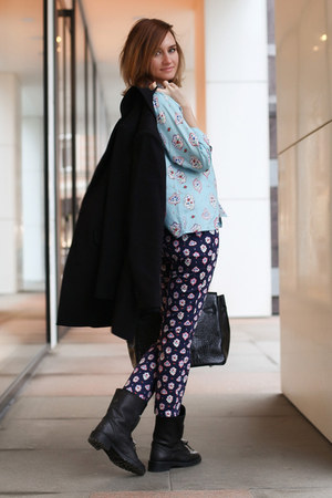 navy Uniqlo pants - black Zara boots - black pull&bear coat