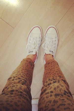 white white Converse sneakers - leopard print Current Elliot jeans