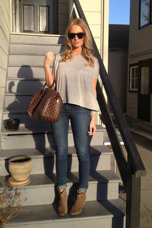light brown Clarks boots - skinny JBrand jeans - damier Louis Vuitton bag