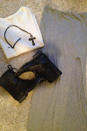 black troopa Steve Madden boots - ivory Forever 21 sweater