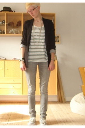 Zara blazer - Monki t-shirt - WIP jeans - converse all stars shoes - H&M necklac