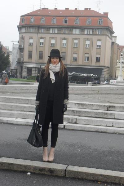 celine-boots-h-m-coat-zara-jeans-zara-scarf-celine-bag-h-m-gloves_400.jpg