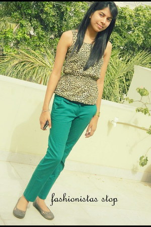 leopard print blouse - tan Catwalk flats - green Promod pants