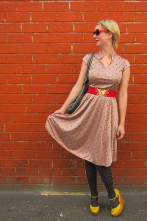 vintage dress - ModClothcom sunglasses - vintage belt - Jeffrey Campbell wedges