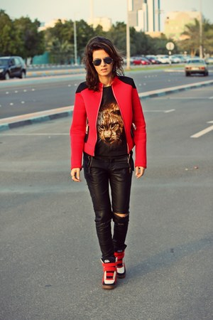 red scuba ski Zara jacket - black mirror Ray Ban sunglasses - black romwe top