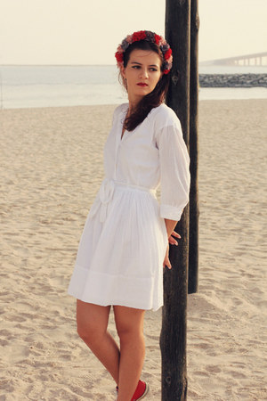 white shirt dress Gap dress - red diy flower band Susanna Vesna hair accessory