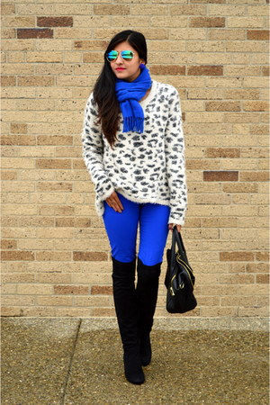 fuzzy Forever 21 sweater - blue skinny Old Navy jeans