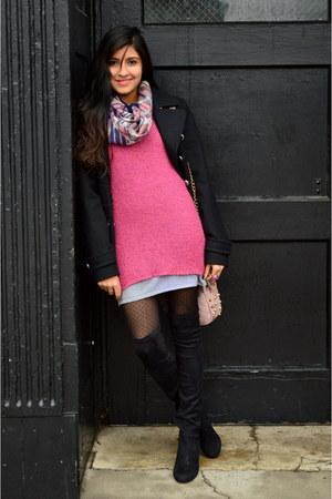 pink Gap sweater