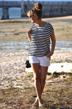 Stradivarius t-shirt - BLANCO shorts - BLANCO sandals