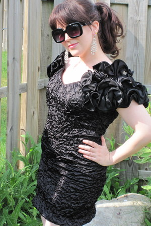 black vintage dress - black H&M sunglasses - black aerosoles heels - silver unkn